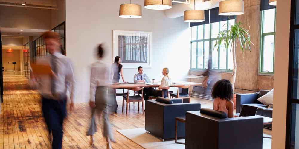 Choisir entre coworking et bureaux indépendant
